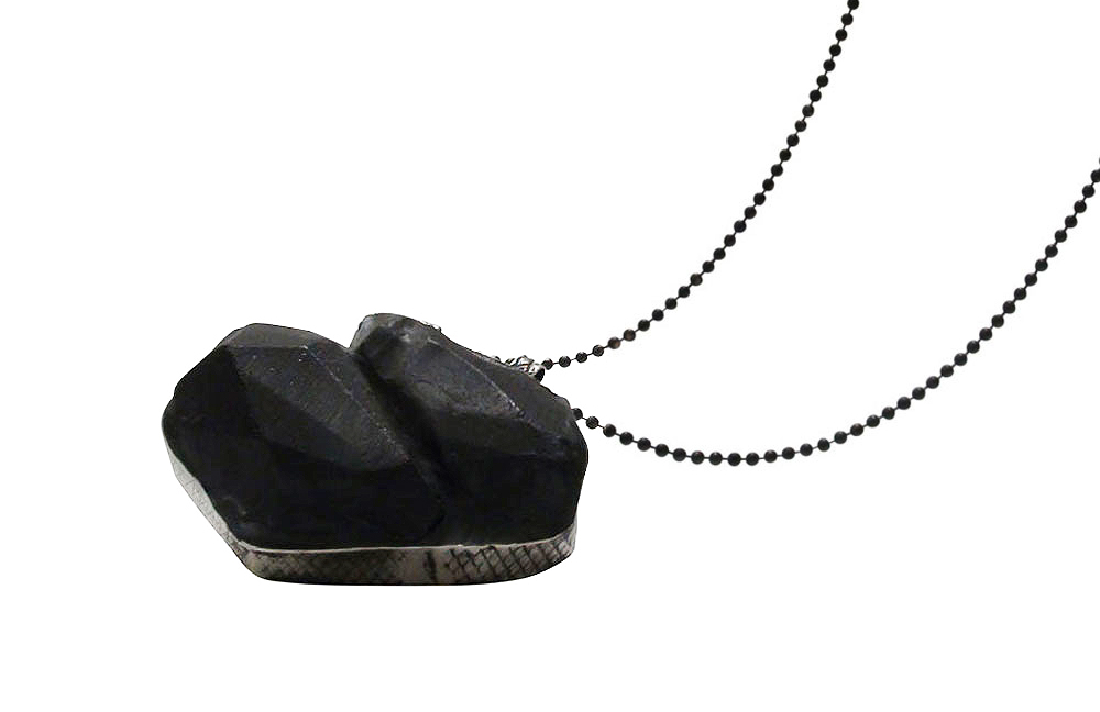 Jacqueline Schot. Necklace: Connected, 2015. Black coal, silver. 5.5 x 3.5 x 1.5 cm. From series: Behind my Eyes.