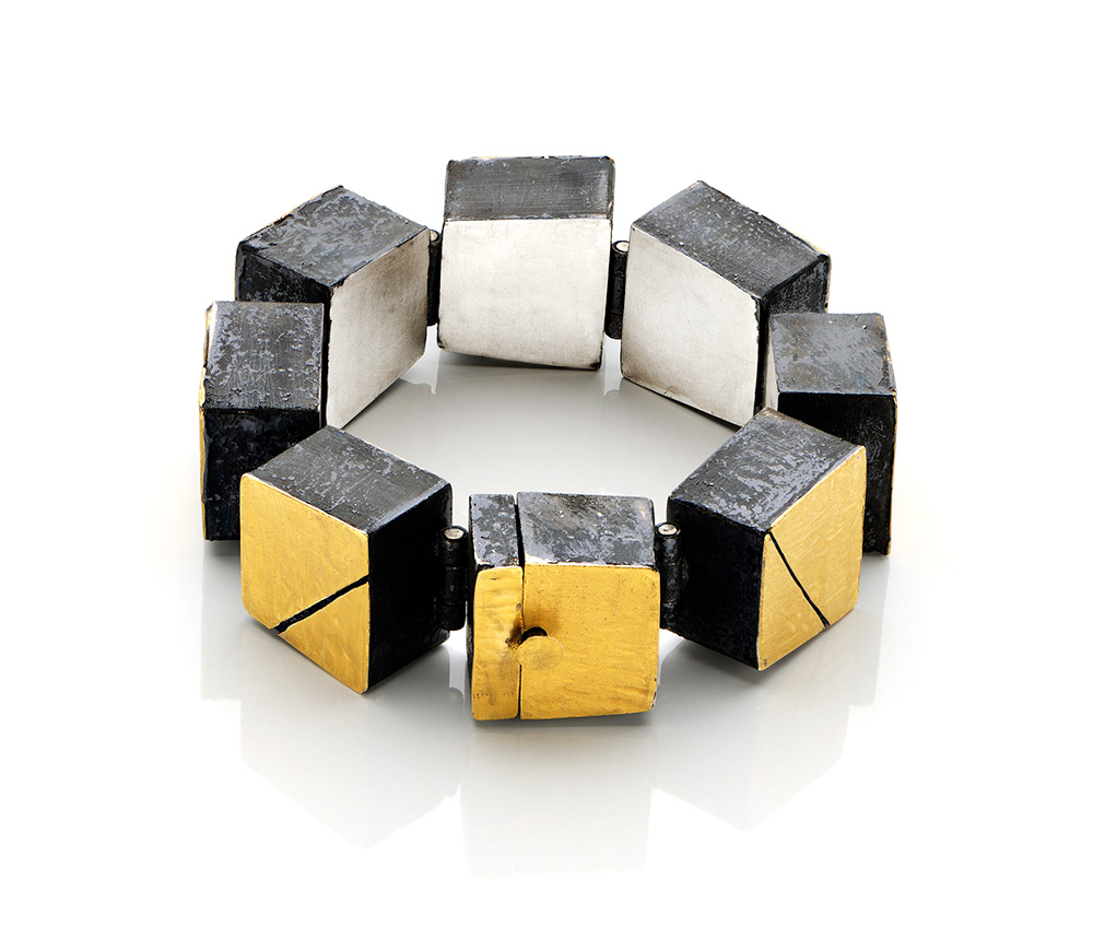 Gigi Mariani. Bracelet: Cracks in Gold, 2015. Silver, pure gold, niello, patina. 20 x 2.3x 1.4 cm.