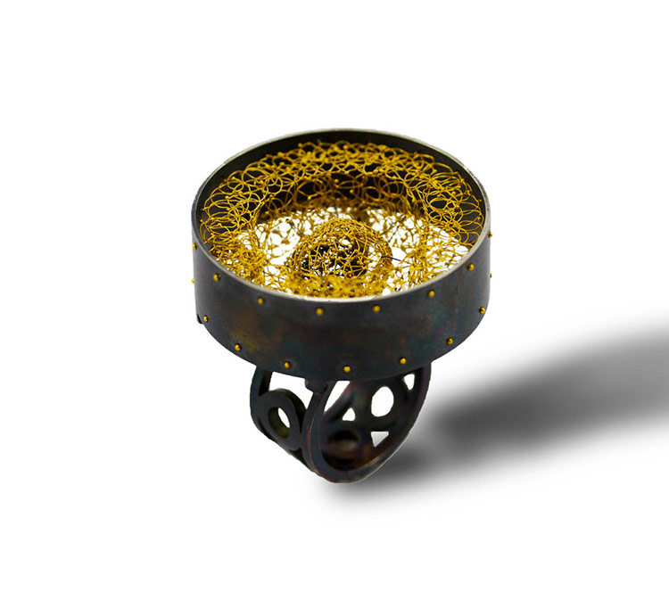 Arata Fuchi. Ring: Core II, 2018. Oxidized silver 950, pure gold, oxidized pure silver.. 3.5 x 3.8 x 3.5 cm.