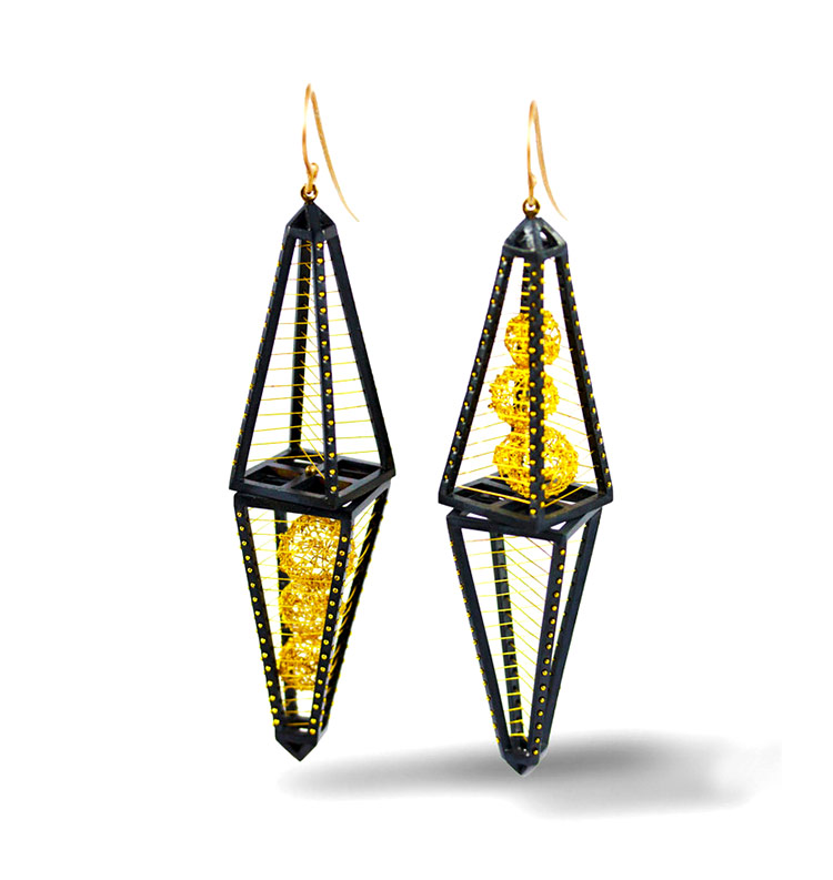 Arata Fuchi. Earrings: Stillness 3, 2018. Oxidized silver 950, pure gold/shibuichi, 18k white gold.. 7.5 x 3.2 x 3.1 cm.