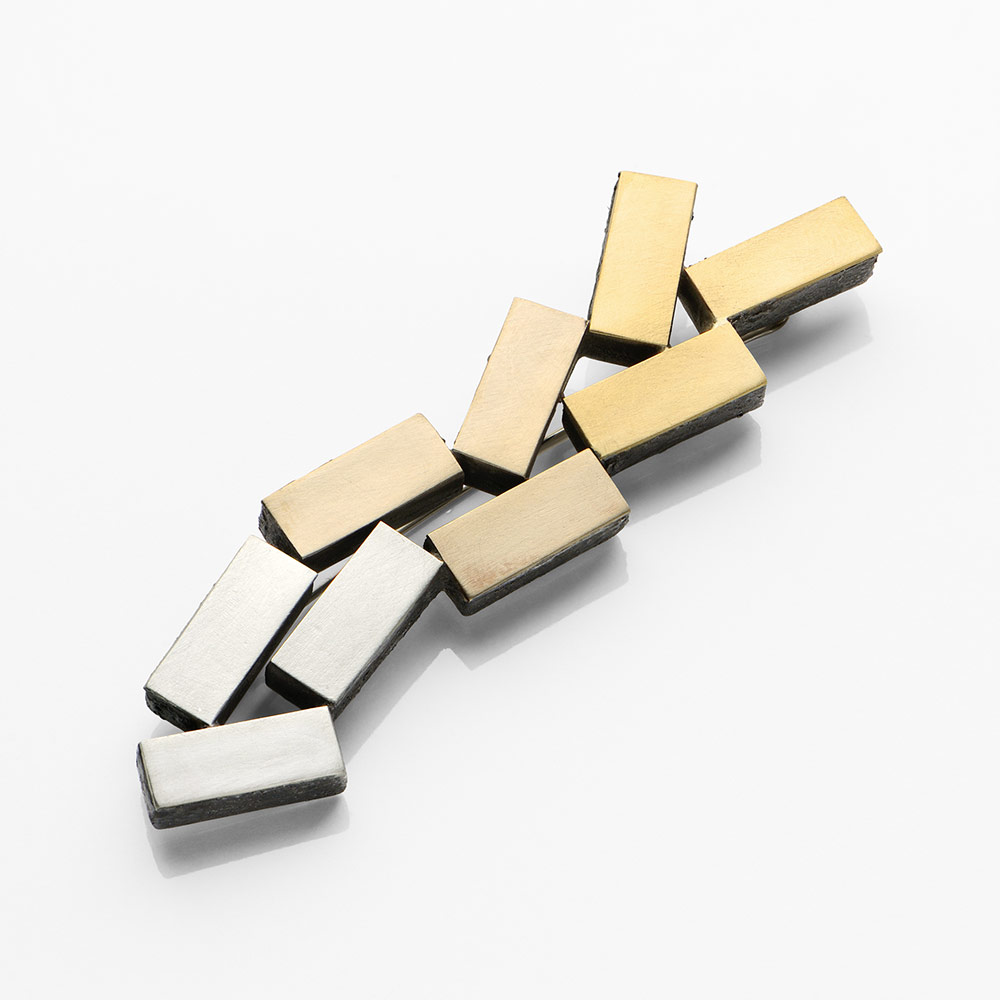 Gigi Mariani. Brooch: Traffic jam, 2019. Silver, 18kt white gold,18kt yellow gold, niello.. 1.7 x 7.8 x 0.5 cm. Photo by: Paolo Terzi. From series: Di-segno.