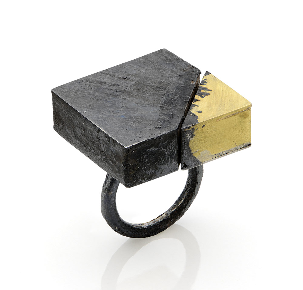 Gigi Mariani. Ring: Di-segno#1, 2019. Silver, 18kt yellow gold, niello, patina.. 2.5 x 2.5 x 3 cm. Photo by: Paolo Terzi. From series: Di-segno.