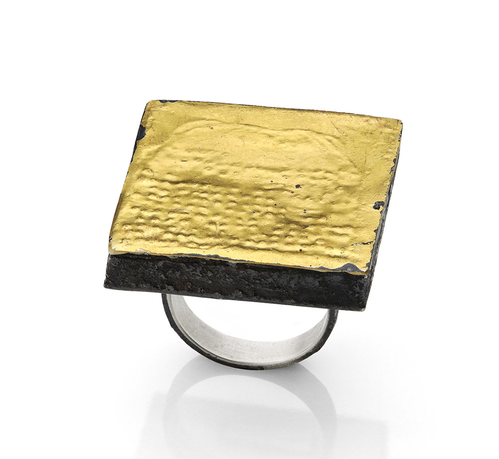 Gigi Mariani. Ring: Under Track, 2018. Silver, pure gold, niello, patina.. 3 x 3 x 2.6 cm. Photo by: Paolo Terzi. From series: Bas-relief.