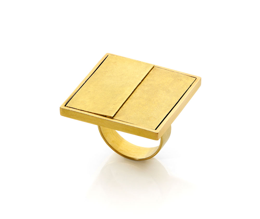 Gigi Mariani. Ring: Beyond the Black, 2019. 18ct yellow gold, silver. 2.8 x 2.8 x 2 cm.