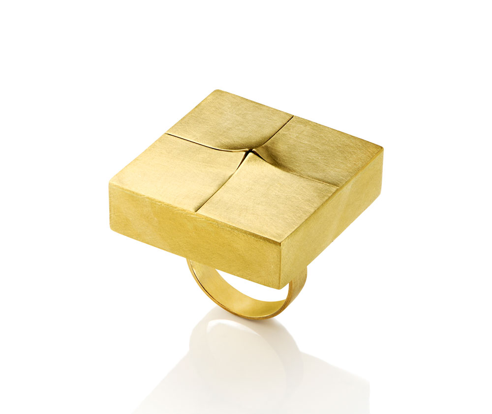 Gigi Mariani. Ring: Unfold, 2019. 18ct yellow gold, silver. 3 x 3 x 2.7 cm.