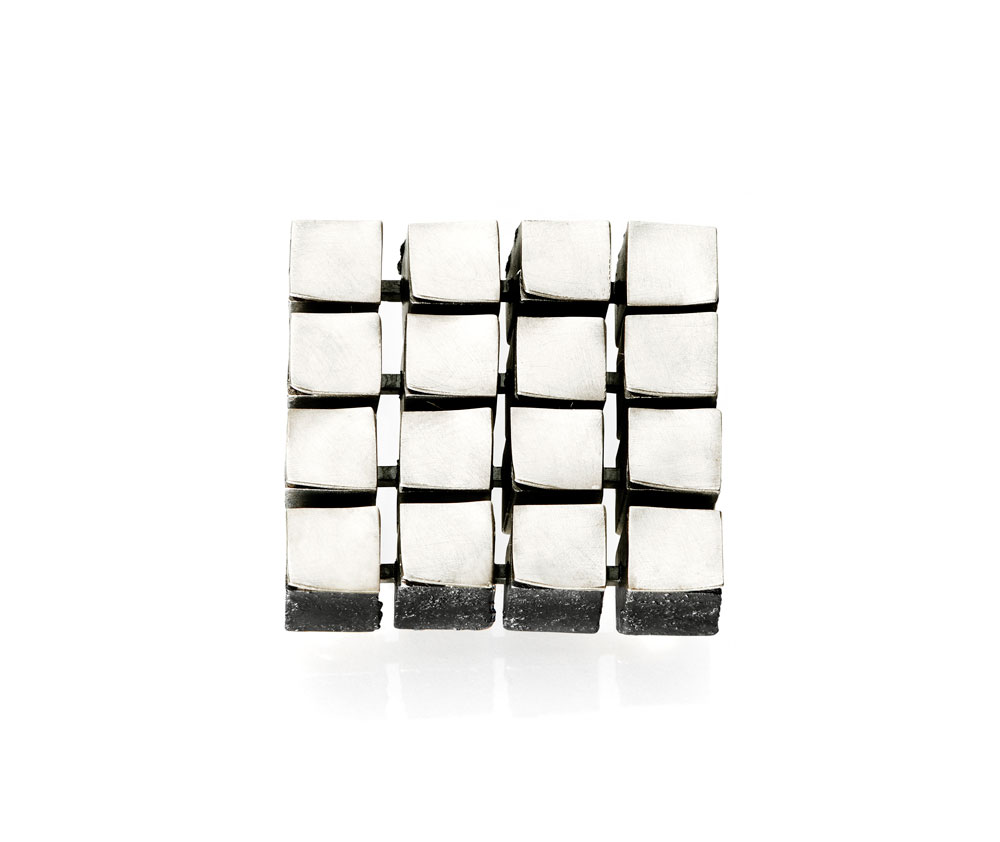 Gigi Mariani. Brooch: Flow 4x4 White, 2019. 18kt white gold, silver, niello. 3.2 x 3.2 x 0.8 cm. Alternative view.